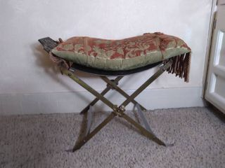 Metal Swooped Seat with Cushion