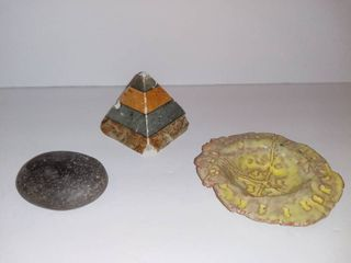 lot Of 3 Items   Stone Pyramid With Small Chips   Paper Weight Rock   Handmade Clay Change Dish