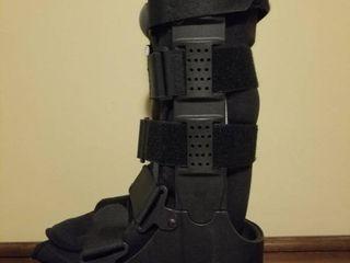 Deroyal Medical Walking Boot  Size Medium