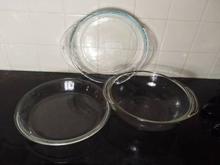 lot of 3 Glass Baking Items   Pyrex 9 5 Inch Pie Plate with Handles  Pyrex Ovenwear Glass Bowl and Anchor Hocking Glass Pie Plate