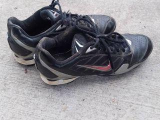 Nike Size 8 Softball Shoes