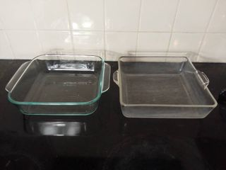 lot of 2 Square Glass Pyrex Baking Dishes with Handles