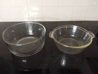 lot of 2 Glass Round Pyrex Baking Dishes