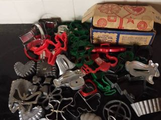 Small lot of Various Metal Plastic and Aluminum Cookie Cutters   Some Vintage Cookie Cutters