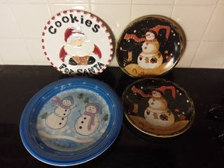 lot of 4 Glass Dishwasher and Microwave Safe Christmas Themed Plates   Snowmen and Cookies for Santa
