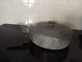 Thick Aluminum Magnalite Cooking Stoneware with lid