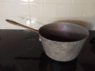 Medium Sized Duraware Thick Aluminum Stove Top Pot