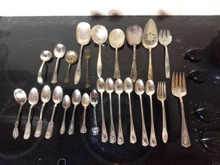 Small lot of Miscellaneous Silver Cutlery   Community Silver  Original Rogers  Sterling