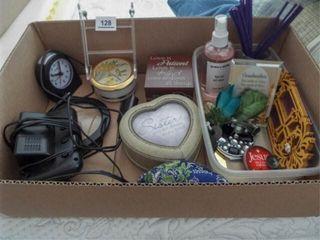 Decor  Clocks  Magnifier   1 box