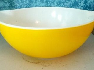 Pyrex 2 5 qt Yellow Bowl