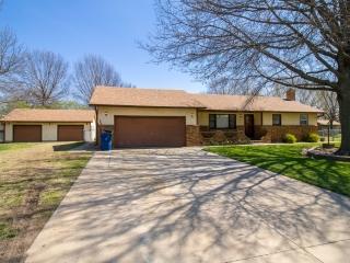 Garden Plain) 3-BR, 2-BA Home w/ 4+ Garage/Shop