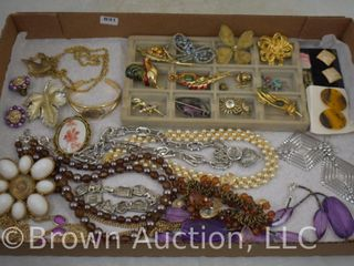 Assortment of jewelry incl  necklaces  brooches  earrings  etc