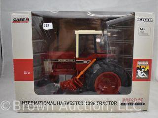 Ertl International Harvester 1086 tractor  1 16 scale