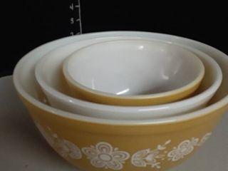 3 Corning  Pyrex Mixing Bowls