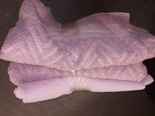 Assorted pink bath towels