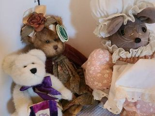 Assorted stuffed animals including Bearington collection and Boyd s bears