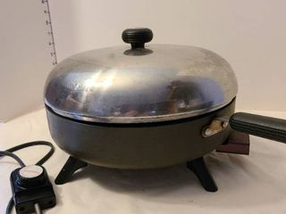 Circulon electric skillet with 2 lids