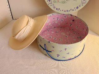 ladies ivory hat and hat box