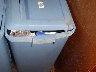 Rubbermaid laundry Basket with Clothes