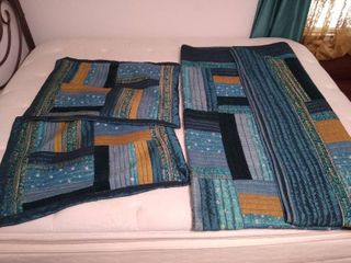 Comforter    2  pillow cases   Finished size 100  x 90