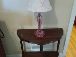 Wooden side table w lamp
