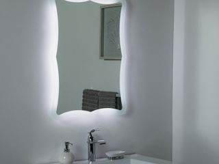 Decor Wonderland Nikita lED Bathroom Mirror   23 6W x 31 5H in    Retail   392 82