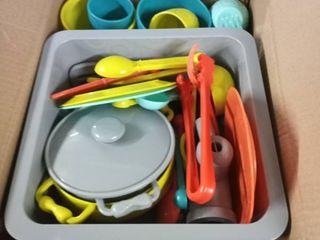 child s plastic play dishies