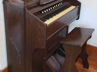 Estey Pump Organ   43 x 21 x 48 in  tall w  Bench   doesn t seem to work and some of ebony keys broken   on casters