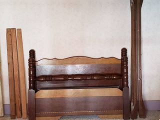 Vintage Full Size Wood Poster Bed  Headboard   Footboard   59 in  wide   includes rails and slats