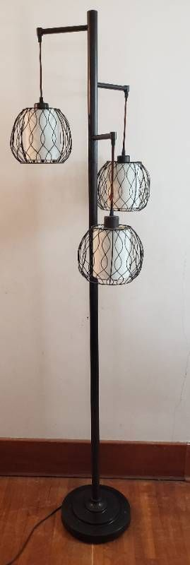 3 lite Floor lamp   72 in  tall   works