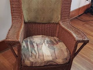 Vintage Wicker Rocker   30 x 34 x 37 in  tall   Rough   Project Piece
