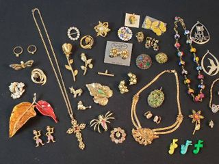 Vintage Fashion Jewelry  Necklaces  Brooches  Rings  Pins and Clip Earrings