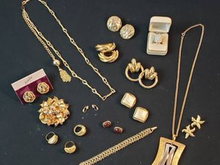 Vintage Fashion Jewelry  Goldtone Necklaces  Bracelets  Rings and Clip Earrings