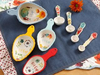 The Pioneer Woman Willow 8 Piece Measuring Spoon and Scoop Set