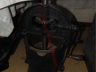 Enterprise Mfg  Co  Phil  USA  cast iron lard pres