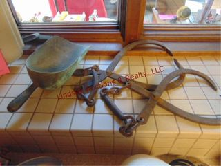2 Ice tongs   metal ice scoop