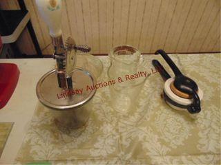 5pcs of vintage kitchen ware  2 juicers  hand mixr
