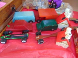6 wood cars   2 snoopy banks