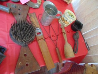 8pcs of vintage cooking ware  measuring can