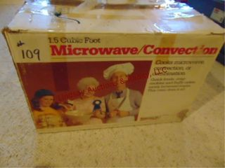 Microwave oven approx 25  x 19  x 13 5