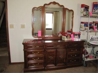 Dresser w  mirror 72 x 19 x 80 1 4