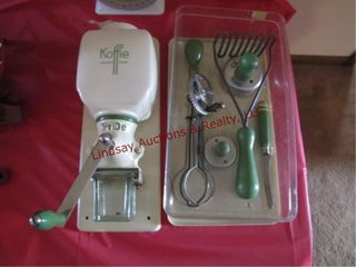 Vintage Koffie Pede grinder   green handle kitchen