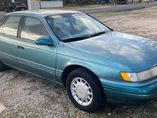 1993 FORD TAURUS   Clear Kansas Title Runs  Drives   see pics and description