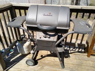 Char  Broil quickset grill with propane tank