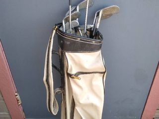 Golf bag with 10 clubs