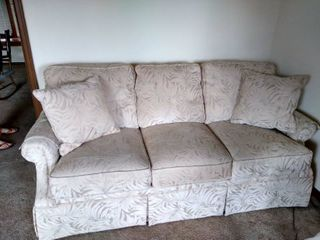 Flexsteel polyester couch with 2 pillows