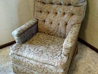 Bishop of lebanon accent chair