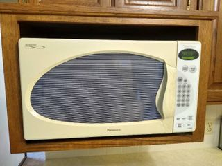 Panasonic inverter microwave with broken handle  see pictures