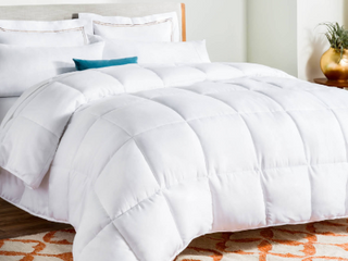 linenSpa All Season White Down Alternative Quilted Comforter  Twin Retail price 32