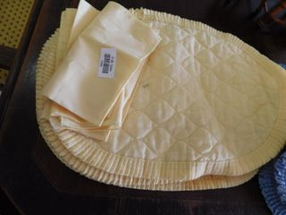 Yellow place mats and napkins